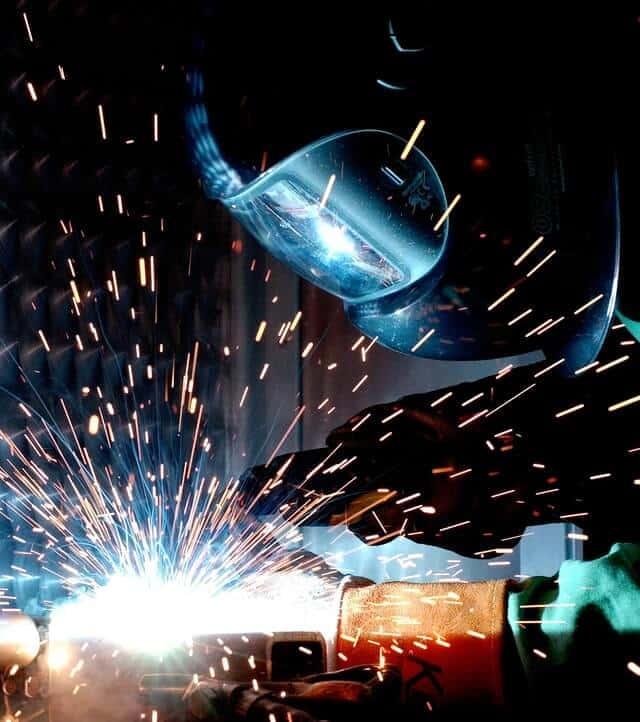 Ferrari Lavorazione Lamiere a Sommacampagna di Verona. Carpenteria leggera e lavorazione metalli